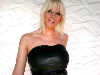Porno Luder mit XL 80D Titten